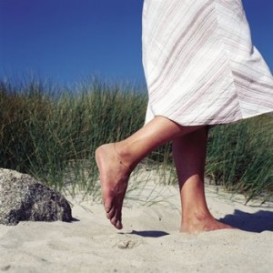 barefoot-walking-earthing-300x300